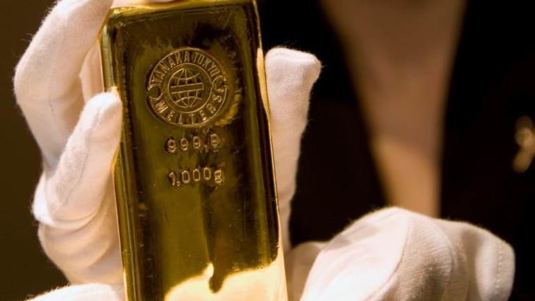 Цената на златото в четвъртък сутринта продължава да намалява заради