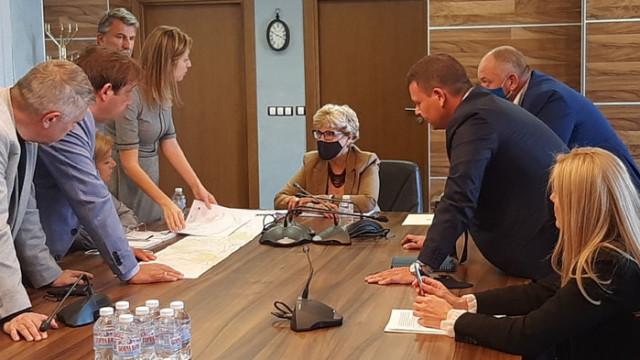 Комитова и Алексиев обсъдиха възможности за ускоряване на реализацията на железопътни обекти