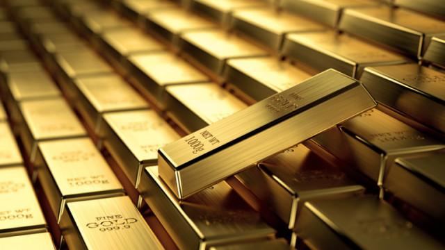 Цената на златото се покачва слабо след значителен спад