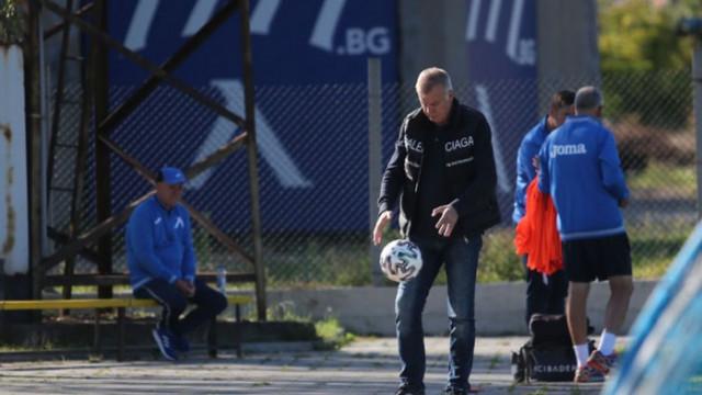 Левски спаси лиценза, плати заплатите на Хубчев