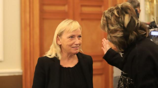 Нелепо е Йончева, обвинена в пране на пари, да води евроделагация у нас за върховенството на закона