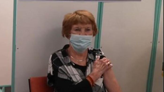 Първият човек, ваксиниран срещу коронавирус с препарата на Pfizer, получи