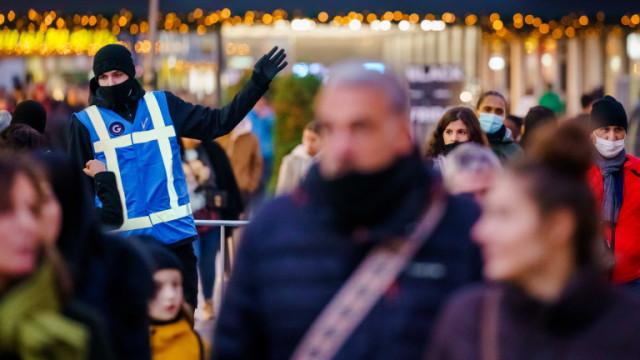 Протест в Нидерландия срещу новия здравен пропуск за влизане в барове