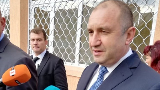 Васил Василев иска евродепутат да си обръсне брадата заради Румен Радев