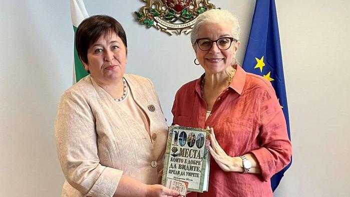 Министърът на туризма Стела Балтова разговаря с Патриша Шулц, американски