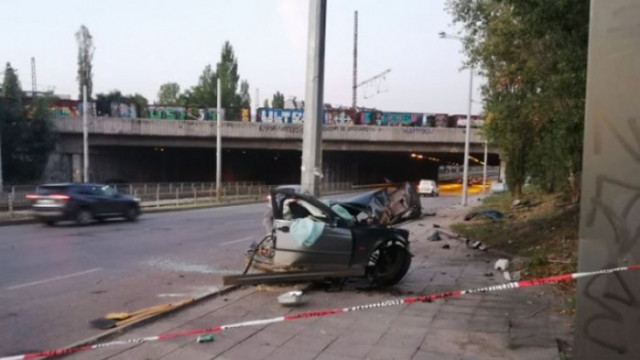 Има опасност за живота на двамата пострадали при катастрофата до Подуяне