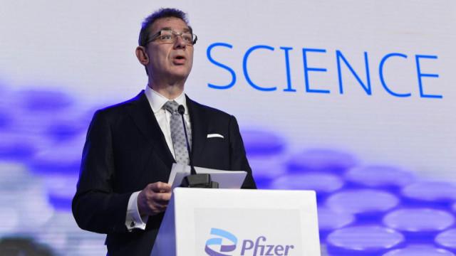 Pfizer очаква годишна ваксинация за връщане на света към нормален живот