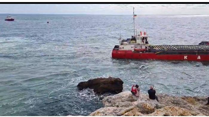 Операцията VERA SU: МОСВ спря дейностите по изваждането на заседналия кораб (видео)