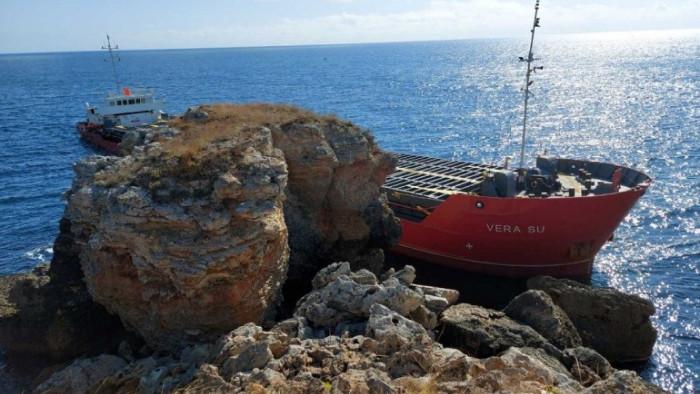 Адвокат за заседналия кораб: Трябва да сме готови с иск за обезщетяване