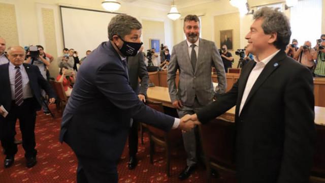 Дума срещу дума: ДБ и ИТН се обвиняват в лъжи на тема предлаган ли е Петър Илиев за премиер