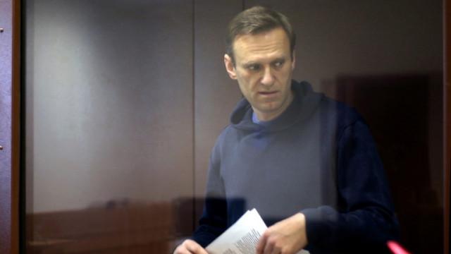 Русия издирва редактор, който разследва отравянето на Навални