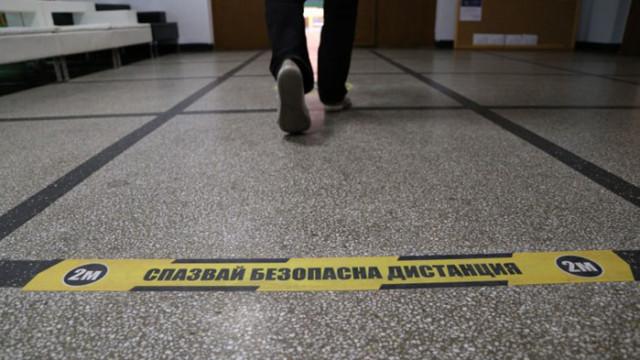Николай Денков: Затворени са 482 паралелки заради COVID-19