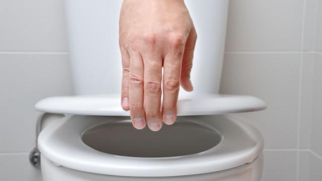 Тоалетната чиния, капакът й и защо винаги да го затварямещ