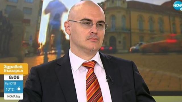 Главен асистент Петър Илиев сам напуска СУ, след като бе обявен за плагиат