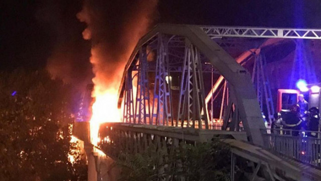 Пожар частично изпепели Железния мост в Рим