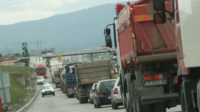 Четири катастрофи затрудняват трафика по Околовръстното в София