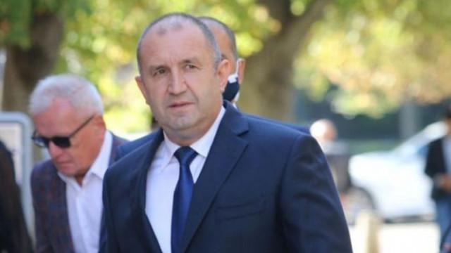"""Адемов за """"демокрацията"""" на Радев: Бензинът ударно скача, министър нарушава Конституцията"""