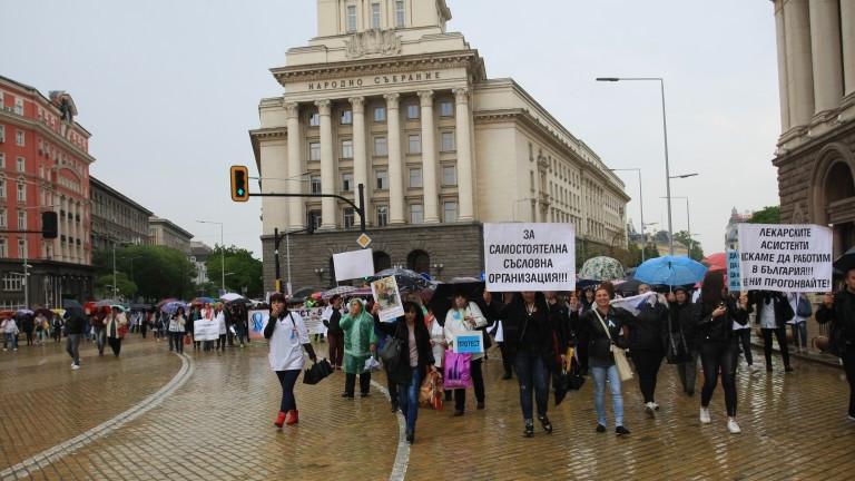 Двойно по-малко самедицинските сестрив България, в сравнение с държавите от