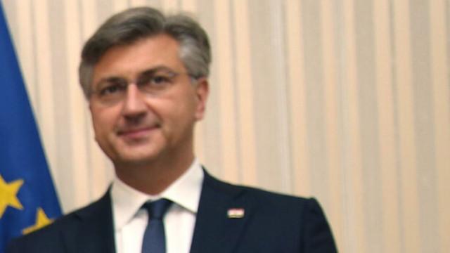 Пленкович иска Вучич да реши проблема с отричането на хърватския език в сръбски учебник
