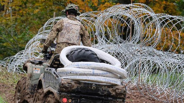 Полша праща хеликоптери на границата с Беларус