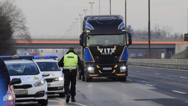 Пътна полиция с нова акция, проверяват камиони и автобуси