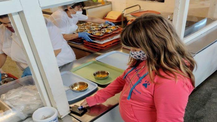 """""""Ученическо и столово хранене"""" предлага електронни купони за обяд в 7 училища във Варна (ВИДЕО)"""