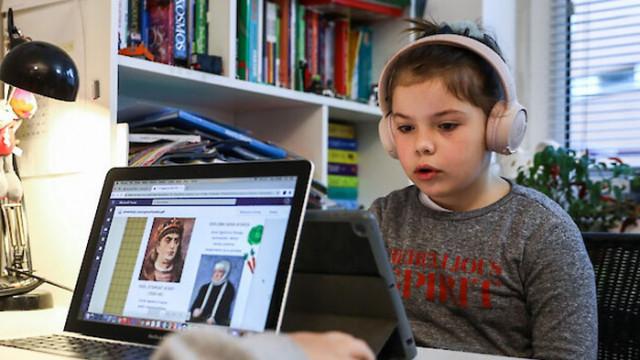 САЩ раздават лаптопи на децата в пандемията, за да ги шпионират