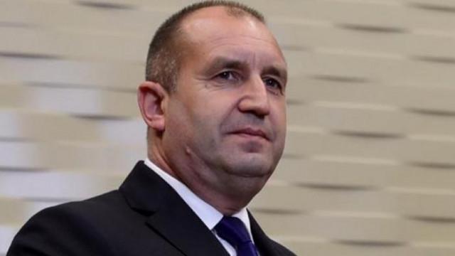 Журналист от телевизията на БСП: Как Янев обслужва рецитатора Радев като се прави на невидим