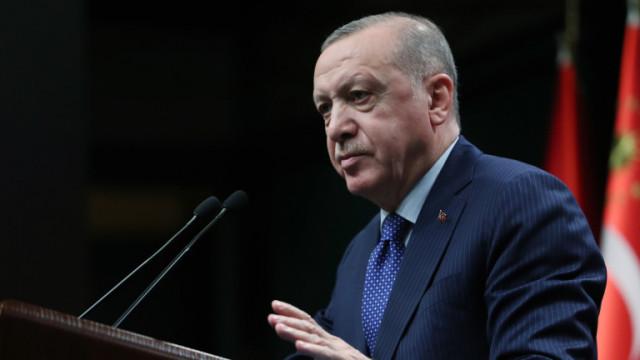 Турската лира се срина до ново рекордно дъно