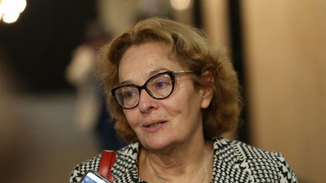 Доц. Коларова: Здравният министър е изключително слаб
