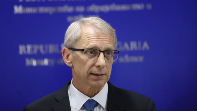 Денков се обяви за диференцирани мерки срещу COVID-19 в училищата