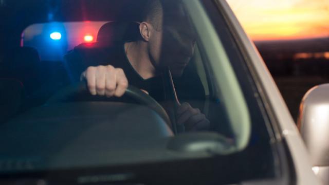 Шофьор блъсна 2 полицейски коли по време на гонка