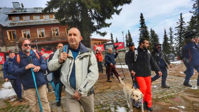ОТ АРХИВА: Кого имитира Радев? Прочутият поход до Черни връх на Костов през 2000 година