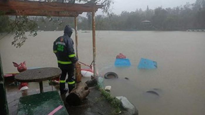 Жертвите на земни свличания и наводнения във Филипините, предизвикани от