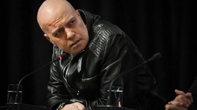 Слави сърдит, но Мика Зайкова си каза - говори с Петков и Василев