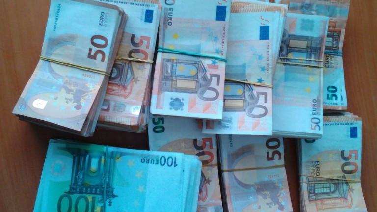 Задържаха 100 000 недекларирани евро при проверка на товарен автомобил
