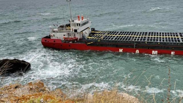"""Най-накрая: Стартираха операцията по разтоварване на заседналия товарен кораб """"Вера Су"""""""