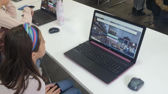 Учениците от тъмночервените зони преминават към онлайн обучение от утре