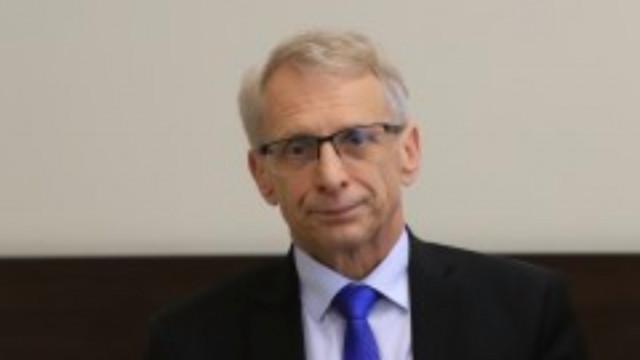 Министър Денков е в отлична физическа и психическа форма, уверяват от МОН