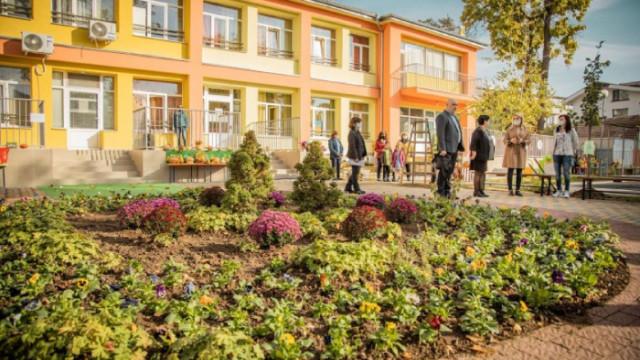 Засаждат над 600 дървета в софийските детски градини и училища тази есен