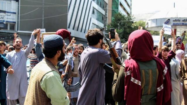 """Талибаните с нова схема """"храна срещу работа"""" за безработни"""