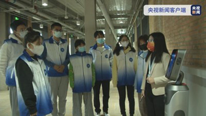 Около 500 доброволци започнаха работа в трите олимпийски села в