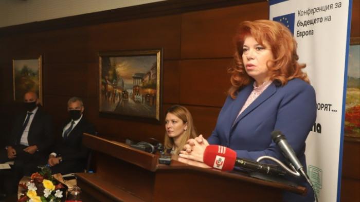 """Вицепрезидентът Илияна Йотова участва в конференцията """"Миграционният поток: ролята на"""