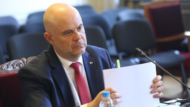 КС ще разгледа искането на Гешев за активите на Бюрото по защита