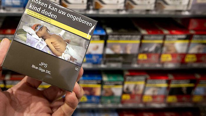 За първи път от две десетилетия насам продажбата на цигари