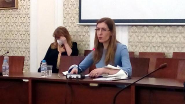 Ангелкова: Дискотеките и баровете да отворят на 15 юни, баркроловете са забранени