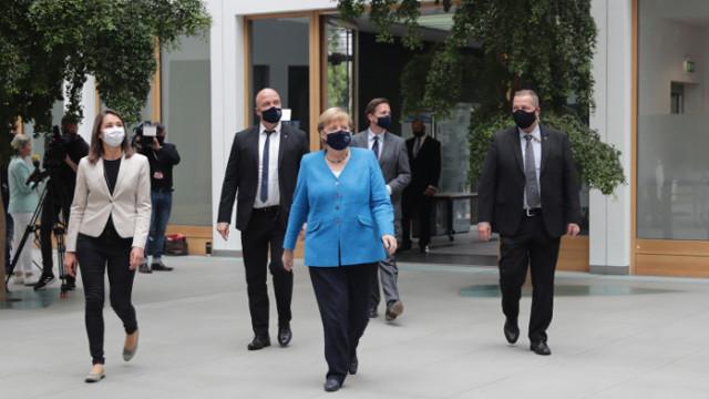 Меркел настоява: Всички страни от ЕС са длъжни да подкрепят Гърция в конфликта ѝ с Турция