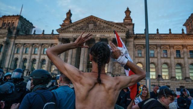 Правителството на Германия осъди протестиращите за щурма на Райхстага