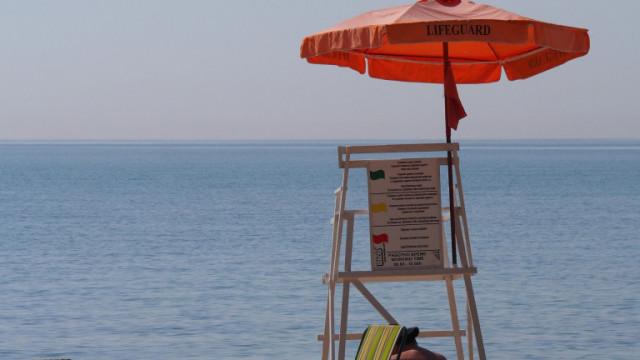 Труп на мъж изплува на плаж в Бургас