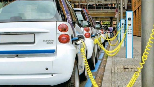 Кризата удари бензиновите коли
